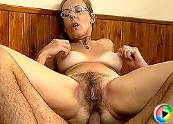 Hairy Mature loves deep anal